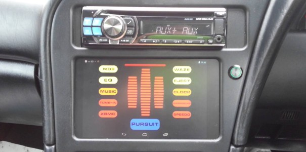 DIY-Einbau von Nexus 7 Tablets in Autos – inklusive Knight Rider Optik