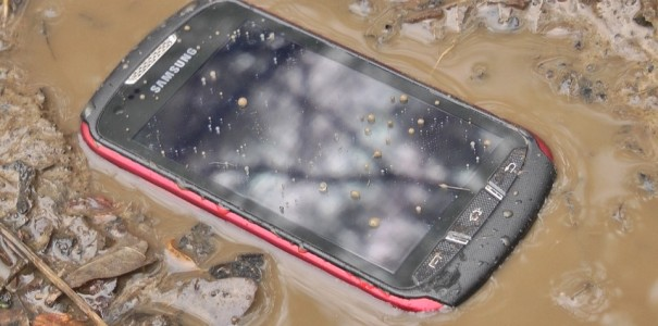 Samsung Galaxy Xcover 2 Test: Outdoor-Phone mit kurzem Atem