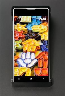 AU Optronics zeigt Smartphone-Display mit 1mm duennen Rahmen