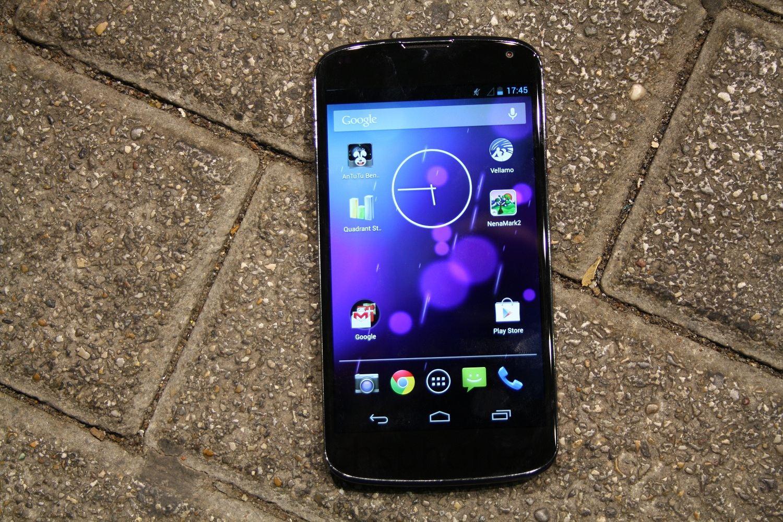 Das Google Nexus 4 im Sturztest