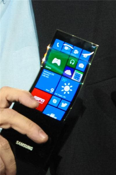 CES 2013: Samsung zeigt Prototypen von Android- & Windows Phone-Smartphones mit flexiblen Displays