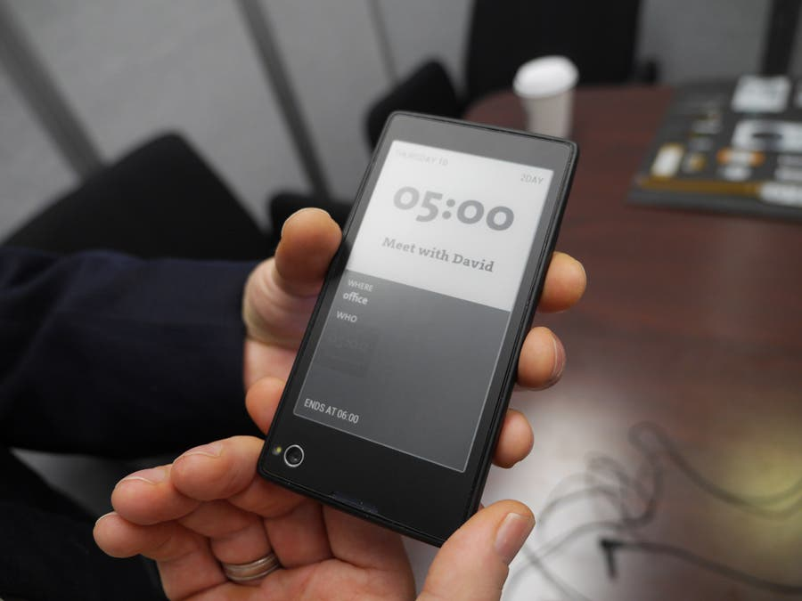 CES 2013: Yota Phone Dual-Screen Android-Smartphone mit LCD & E-Ink-Display im Hands-on