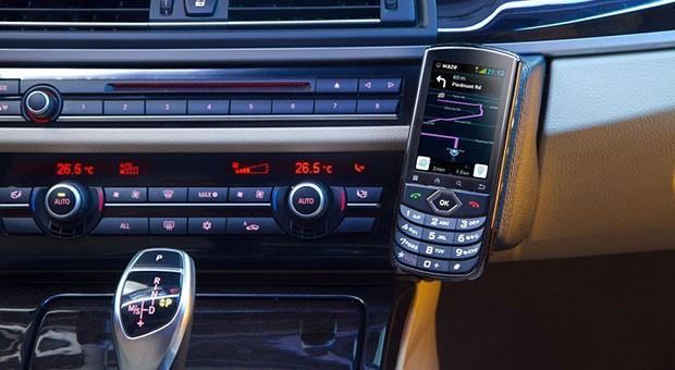 Accel Voyager Smartphone soll dauerhaft im Auto bleiben