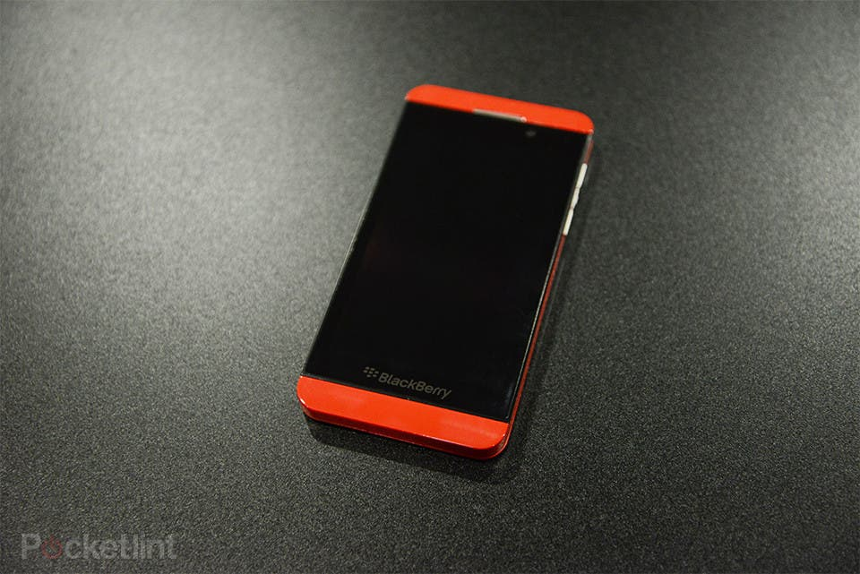 "Roter BlackBerry Z10 ""Limited Edition"" taucht auf – Update: Hands On Video"