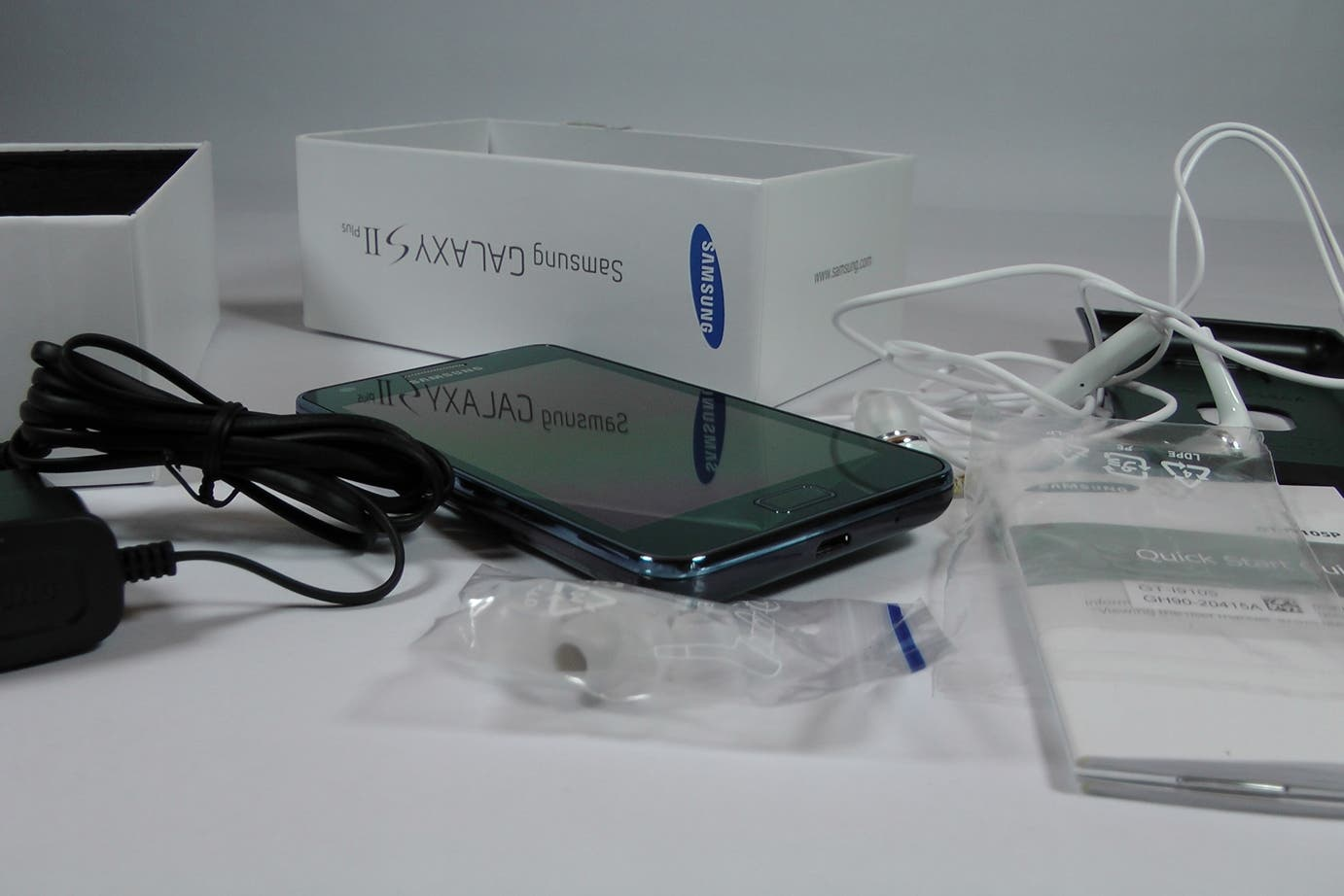 Samsung Galaxy S2 Plus im Unboxing