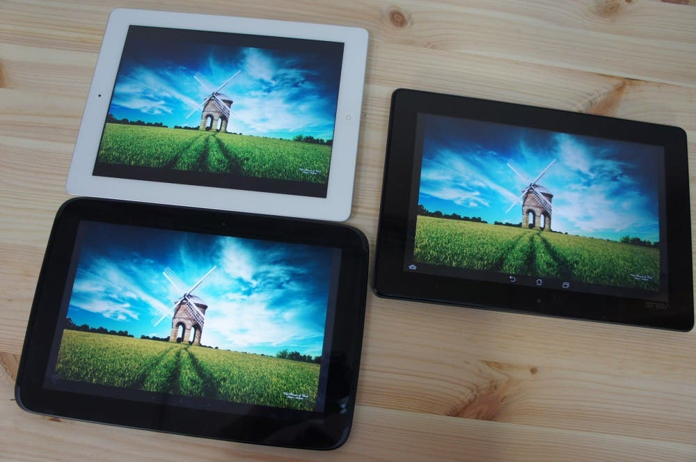 ASUS Padfone Infinity vs Nexus 10 vs Apple iPad 4 [Video]