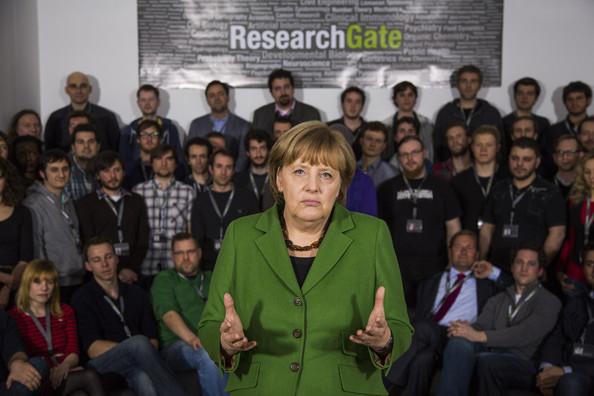 Merkel+Visits+Berlin+Startup+Companies+tk4Z9xcHMXhl Telekom Zwangsdrosselung ist nur der Anfang   Kommentar