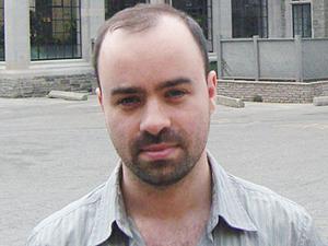Frontales Portraet von Wladimir Palant - schuetteres Haar und Dreitagebart