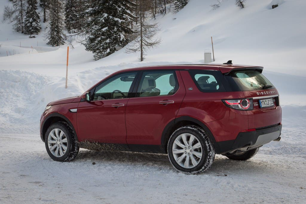 2015-Land-Rover-Discovery-Sport-firenze-rot-Oesterreich-02