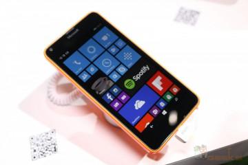 Microsoft Lumia 640 von vorn mit Blick auf Windows Phone 8.1