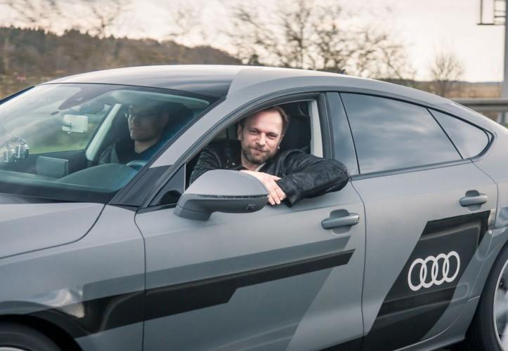 """Jan Gleitsmann ganz entspannt im Audi A7 """"Jack"""" beim Pilotierten Fahren"""