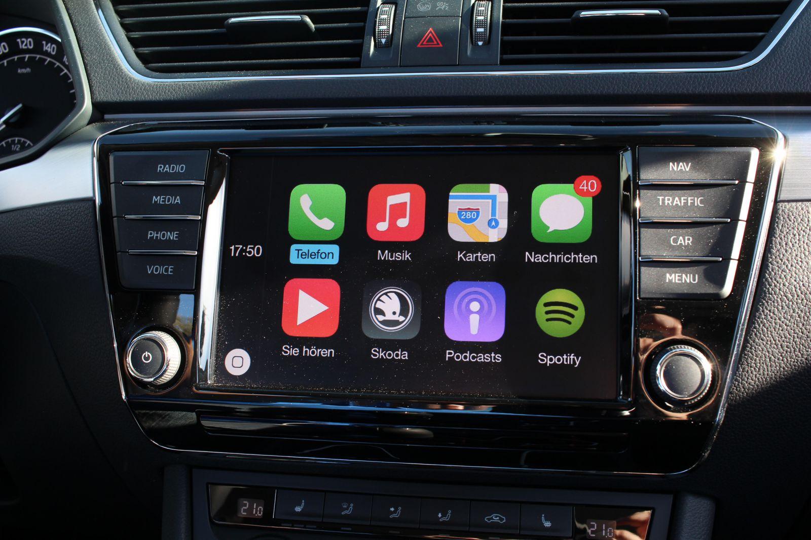 Apple-CarPlay-Skoda-Superb-Jens-Stratmann-6
