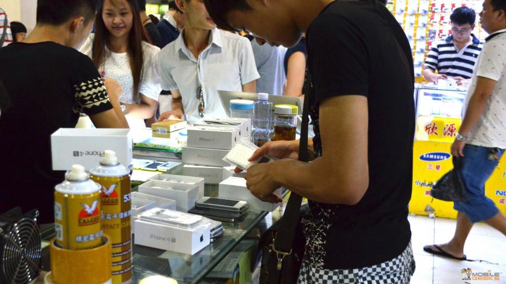HuaQianBei-Shenzhen-Smartphone-Market-7 (1)