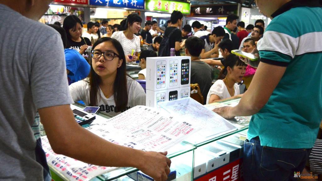 HuaQianBei-Shenzhen-Smartphone-Market-9