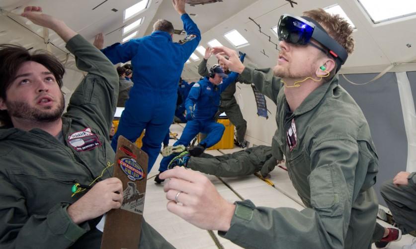 Astronauten testen die HoloLens in der Schwerelosigkeit