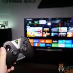 NVIDIA Shield Android TV: TV im Hintergrund, vorne der Controller