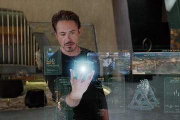 """Screenshot aus """"The Avengers"""": Iron Man mit Hologrammen"""