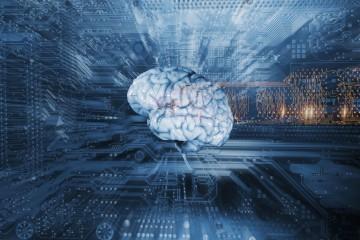 Künstliche Intelligenz - Menschliches Gehirn vor Schaltkreisen