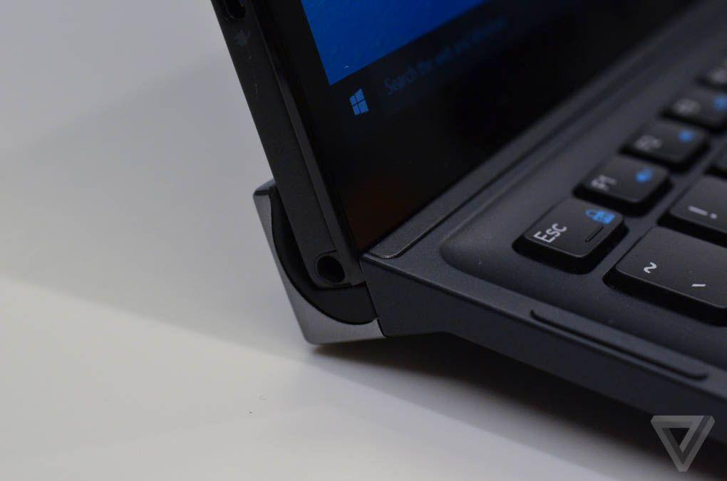 Dell XPS 12 - Blick auf die Haltevorrichtung