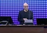 "Microsoft CEO Nadella präsentiert das Apple ""iPhone Pro"""