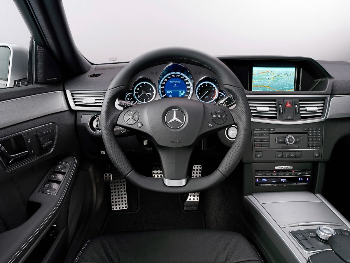 Instrumente-Displays-Geschichte-Mercedes-Benz-E-Klasse-2016-2