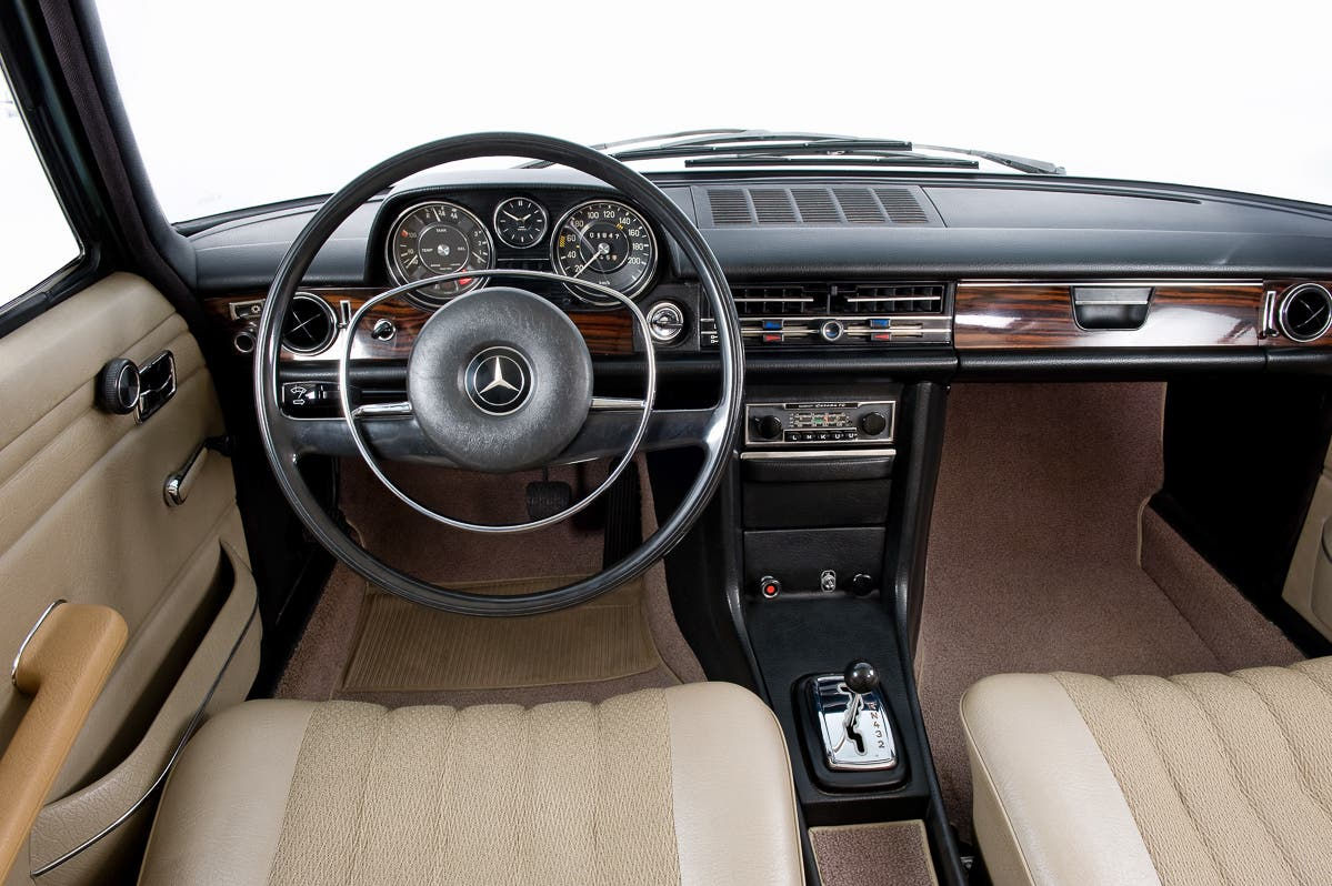 Instrumente-Displays-Geschichte-Mercedes-Benz-E-Klasse-2016-4