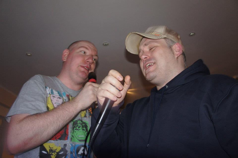 Freund und Lieblings-Karaoke-Partner Caschy und ich
