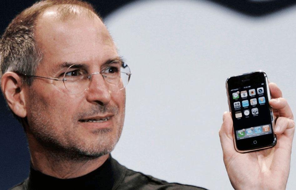 steve-jobs-iphone-first-generation