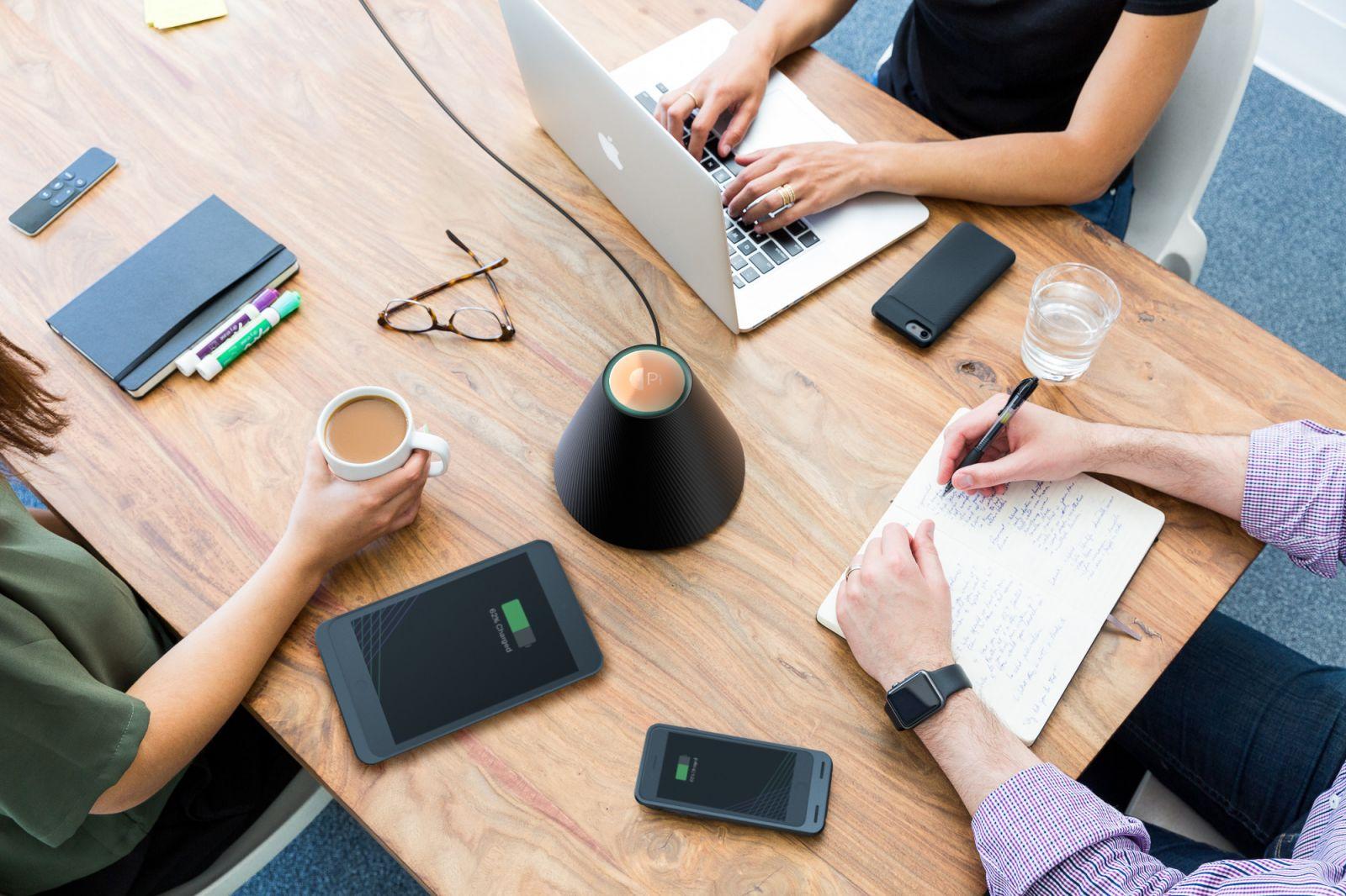 Draht und kontaktlos Aufladen: Der neue Pi Charger machts