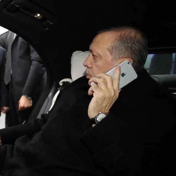 Erdogan telefoniert mit einem iPhone