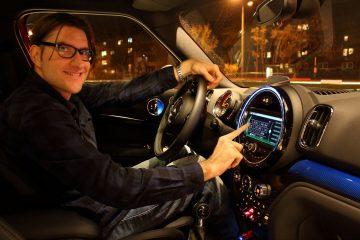 Claus-in-car