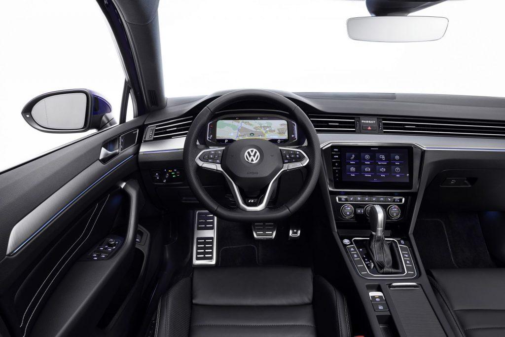 Cockpit des geupdateten Passat B8 (Quelle: VW).