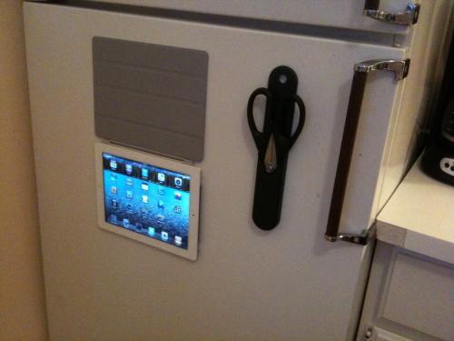 apple ipad 2 smartcover kuehlschrank tablet galore. Black Bedroom Furniture Sets. Home Design Ideas